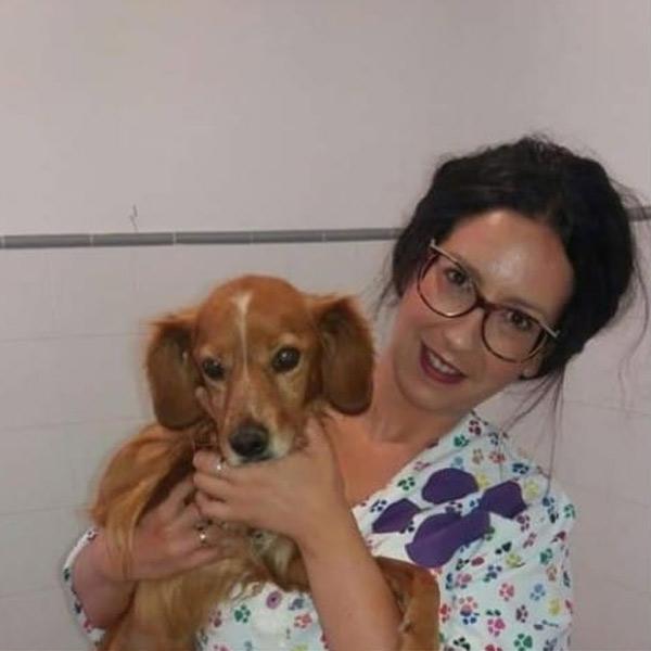 Mónica en clínica veterinaria Cruz Verde en Morón de la Frontera